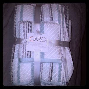 Other - Caro Home towel set